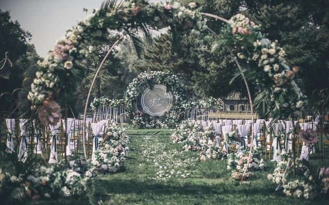 2020潮婚新风尚——白绿风梦幻户外草坪婚礼