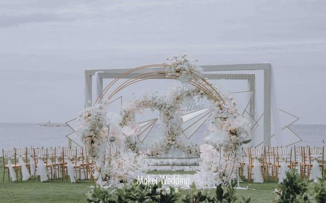三亚创客婚礼 | 白色大气梦幻海边草坪婚礼
