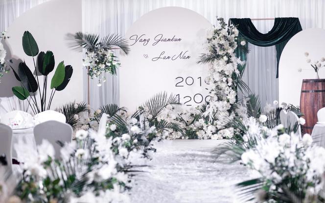 【年中特惠】高质小众婚礼布置:舞台+路引+留影区