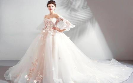 【人气特惠】2件套套餐含主纱礼服全款免费租伴娘服