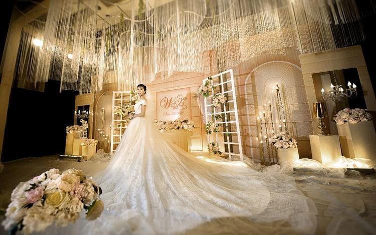 《梦想家》香槟色婚礼,线帘吊顶,简约大气婚礼布置