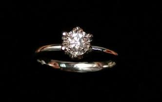 日常简约皇冠造型求婚钻戒