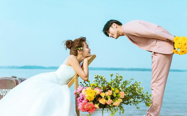 小清新海边情侣写真婚纱写真风格 简单干净的风格