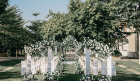 与爱飞行  白绿色户外婚礼+赠送签到区布置