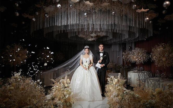 【300w人点赞】世纪婚礼+底片全送+服装任选