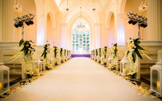 在教堂许诺一生只爱一人~