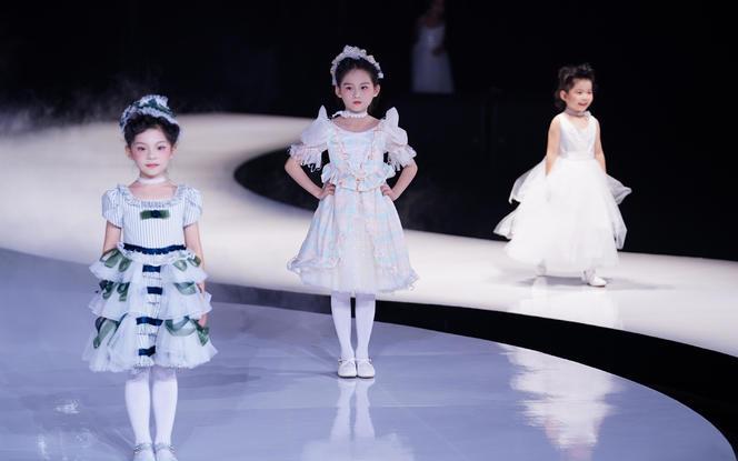 2019年新款原创设计童装小礼服/花童服