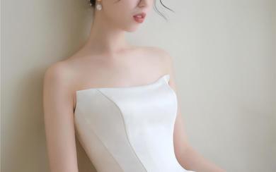 千万别试,因为纯缎婚纱简直太美