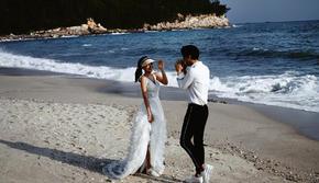 专属私人海滩丨隔绝人流 不隔绝爱的婚纱照