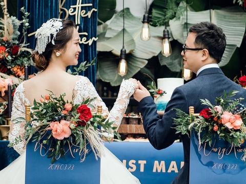 我们主打日韩系新娘跟妆为主,现在订化妆可送试妆
