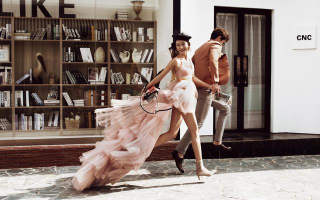 色色婚纱玫瑰小镇--街拍风格