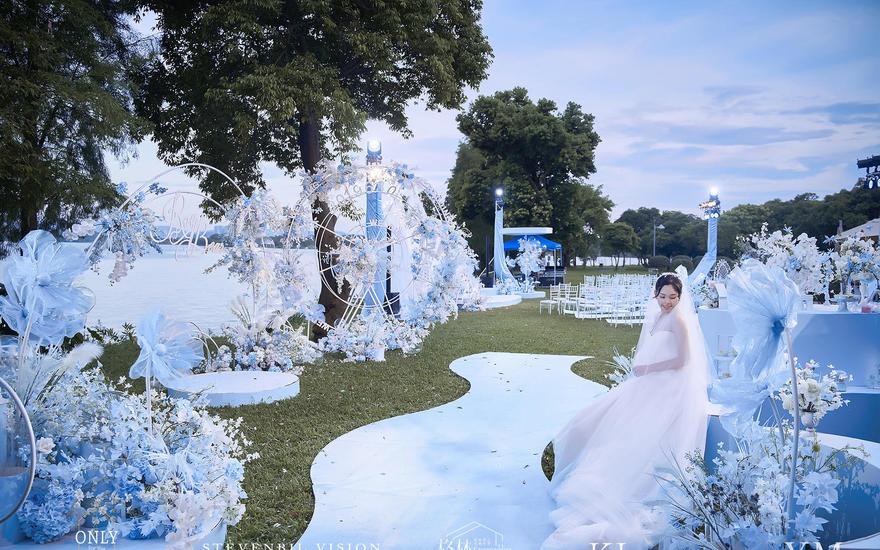浑然一体的梦幻户外婚礼,每一处都是景色。