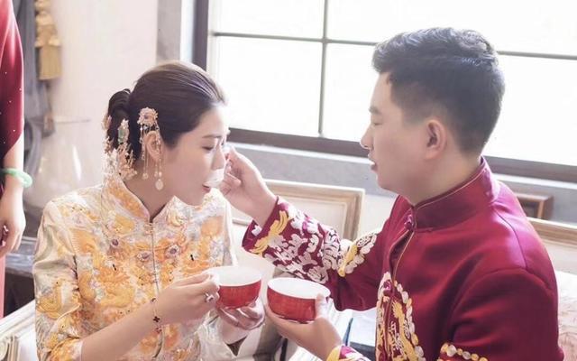 好美的中式新娘跟妆,   金色秀禾服