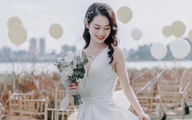 【希若婚纱】资深化妆师+婚纱套餐