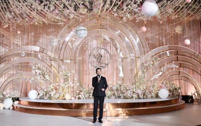 专家主持+婚礼DJ+婚礼导演+晚宴秘书+婚礼管家