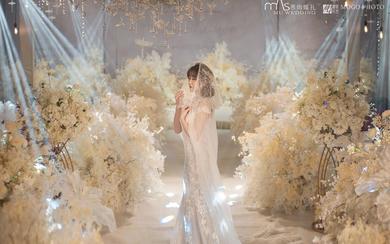 唯美大气香槟色婚礼舞台通道全吊顶