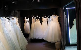 圣妆婚纱礼服超值套餐,齐地婚纱+伴娘服或新郎服