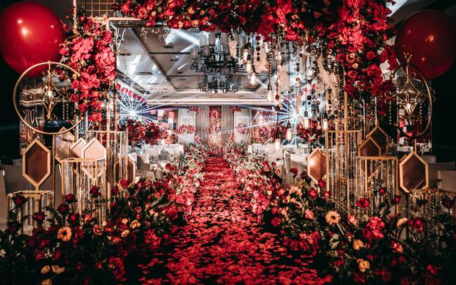 最强奥斯卡典礼式婚礼 复古内敛的大气红黑色婚礼