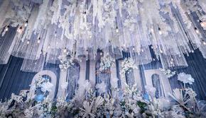 手牵手婚礼 | 蓝白色婚礼布置