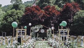 白绿色小清新户外婚礼 限时秒杀 5折优惠