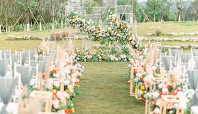 哈尔滨太阳岛花园酒店清新草坪白绿色婚礼
