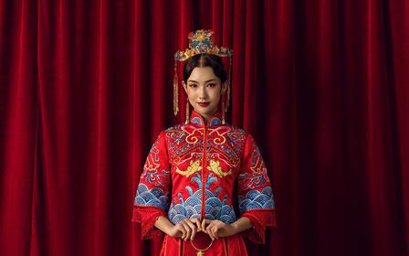 红色五分袖流苏镶钻传统中式刺绣女士秀禾