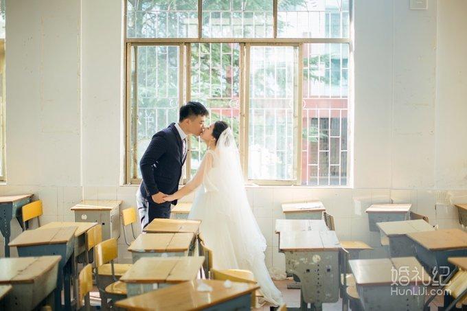 越来越多的人选择工作室拍婚纱照。是影楼不好吗?