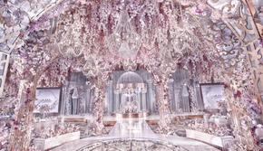 6万颗水晶整体造景 4万支高定花艺渲染 梦幻婚礼
