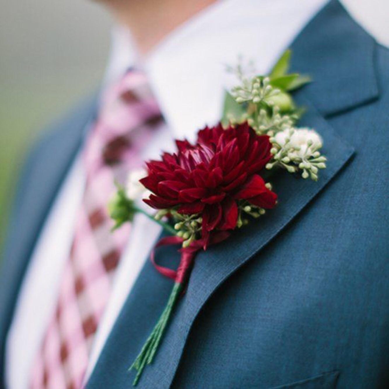 新郎新娘胸花戴法图片 胸花的正确戴法