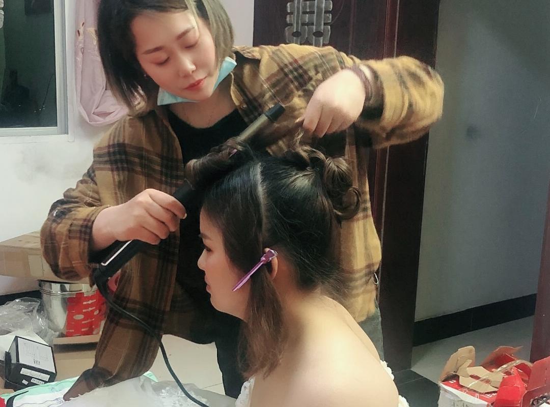 专业化妆师上门早妆新娘定制