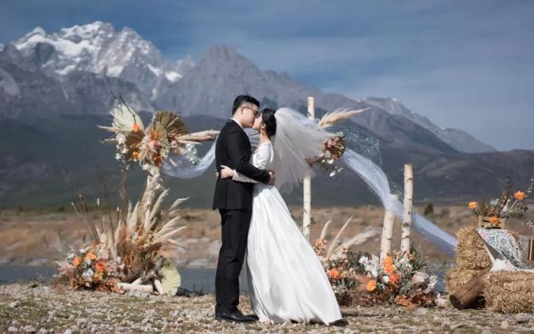 二人婚礼|丽江目的地私奔婚礼 玉龙雪山神圣见证