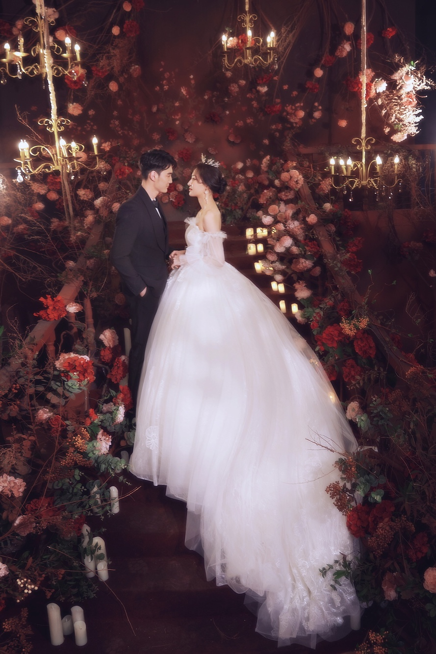 拍个室外婚纱简单一些的费用大概多少?_企发生活网