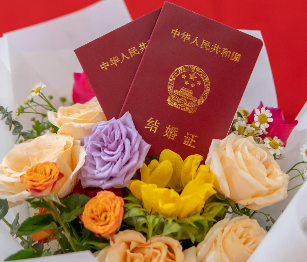 结婚证件照,原价288,优惠价168。