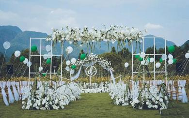 小预算的户外草坪婚礼也可以这么高雅