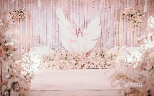 性价比高的甜蜜粉色系婚礼