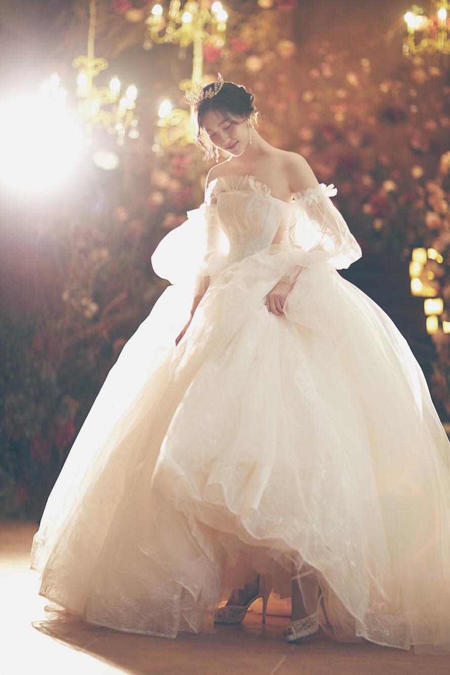 去拍婚纱照,室内好还是室外好?价格多少呢?