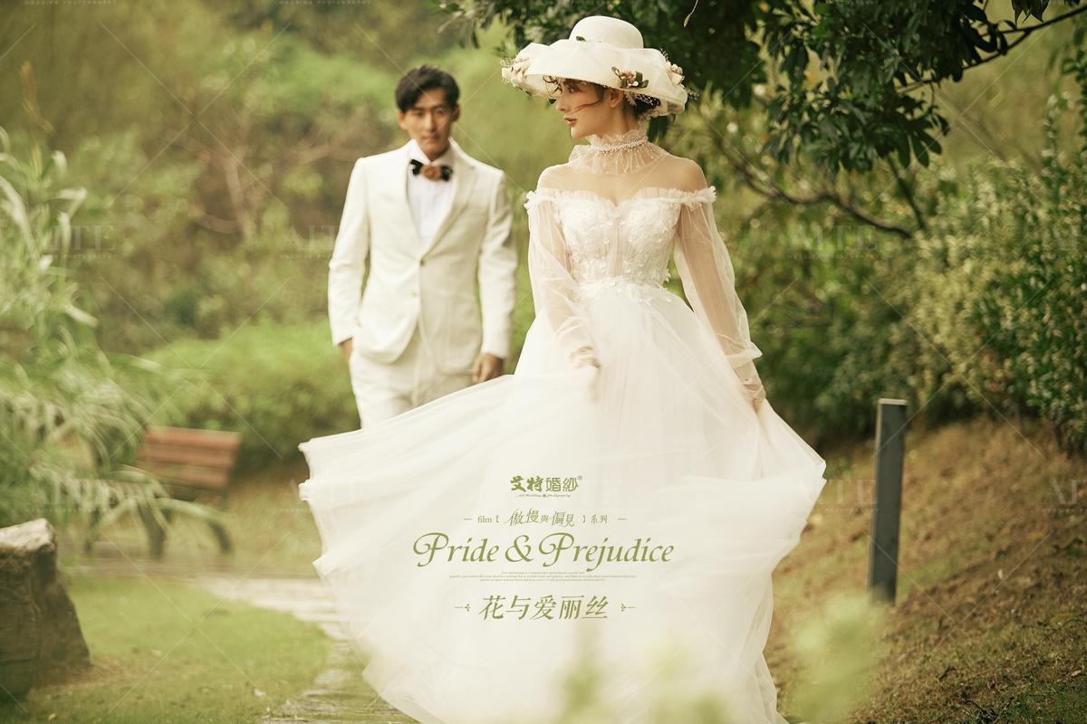 艾特婚纱_艾特莱斯婚纱图片
