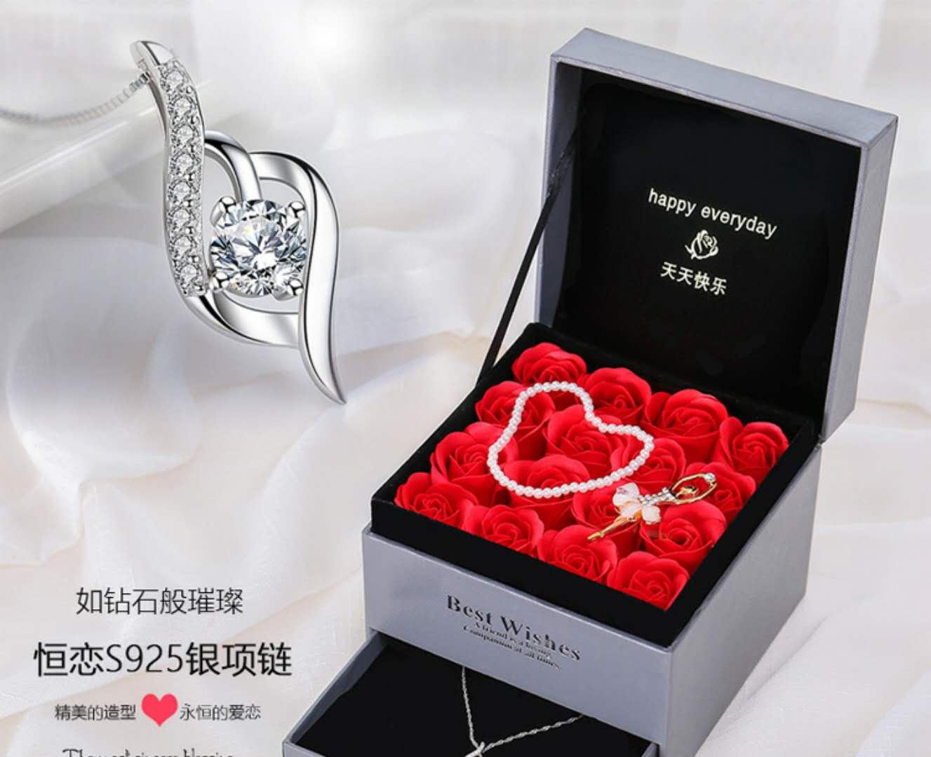 老婆生日礼物1000左右 让女生瞬间感动的礼物
