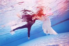 拍水下婚纱照怎么睁眼 七个技巧教你拍好水下婚纱照