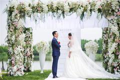 草坪婚礼适合什么样的婚纱