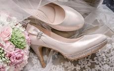 拍婚纱照需要自己带鞋子