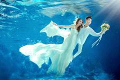 水下婚纱照怎么拍?水下拍婚纱照技巧助你拍出最佳效果