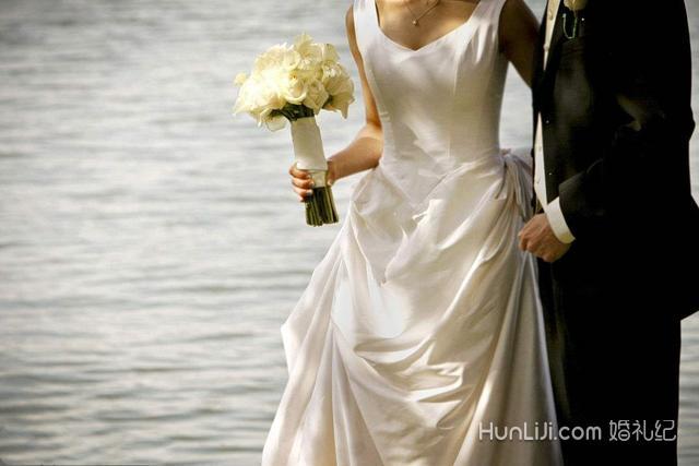 拍婚纱多少钱_婚纱图片唯美