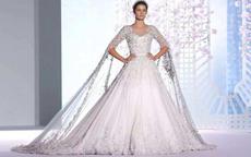 156穿齐地婚纱还是拖尾