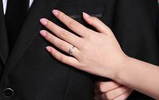女性钻戒戴哪个手指 戴左手还是右手手指