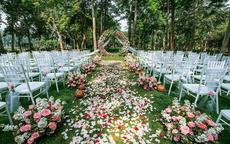 婚礼现场花艺布置简单