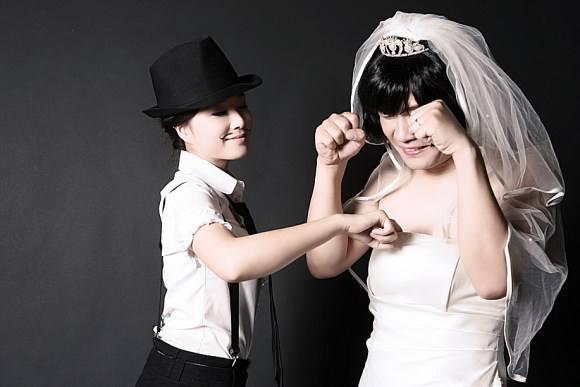 男扮女装婚纱照拍摄技巧