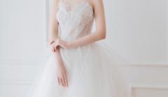 五月婚期,婚纱准备几件?婚纱买还是租好?