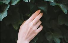 钻戒好还是黄金的戒指好