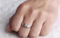 男生戒指戴中指是什么意思?另外男生的戒指戴法是怎样?